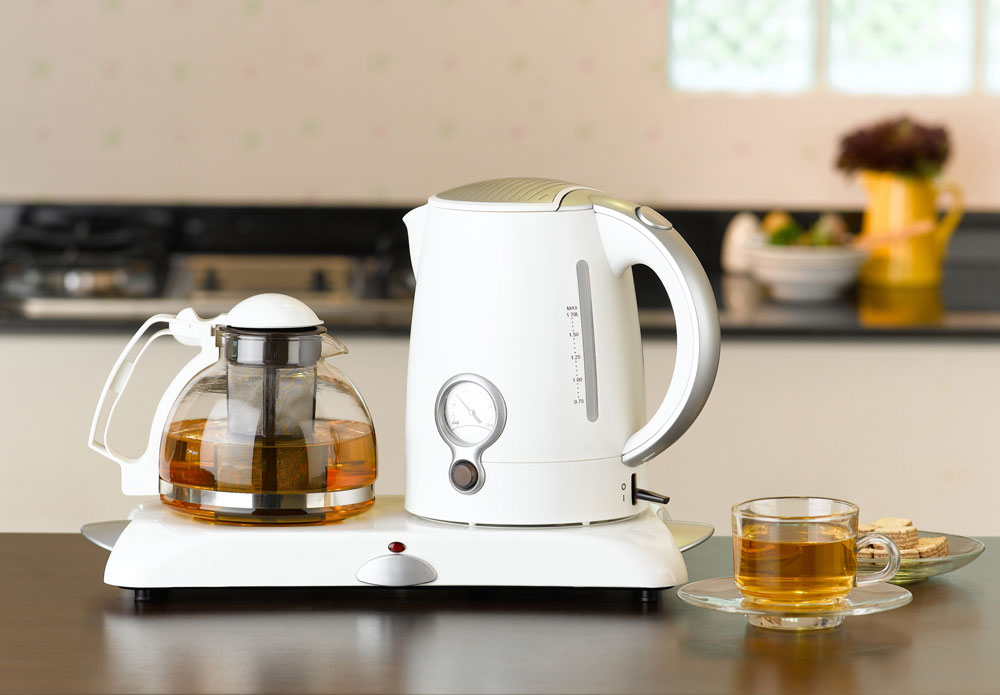 Best Tea Kettle Reviews: Stovetop & Electric Tea Kettles of 2017